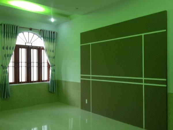 Phòng ngủ lầu 1 nhà trung tâm hành chính dĩ an.jpg