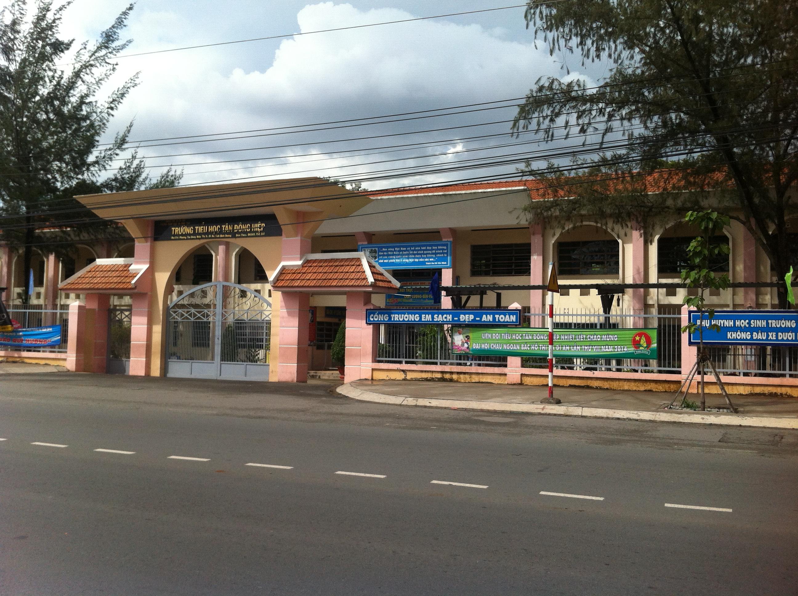 nhà 2 mặt tiền mới xây đang cần bán ở dĩ an, gần trường học tân đồng hiệp dĩ an