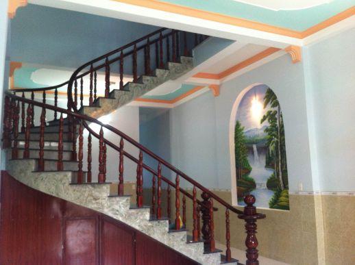 Cầu thang biệt thự dĩ an chính chủ xây kiên cố