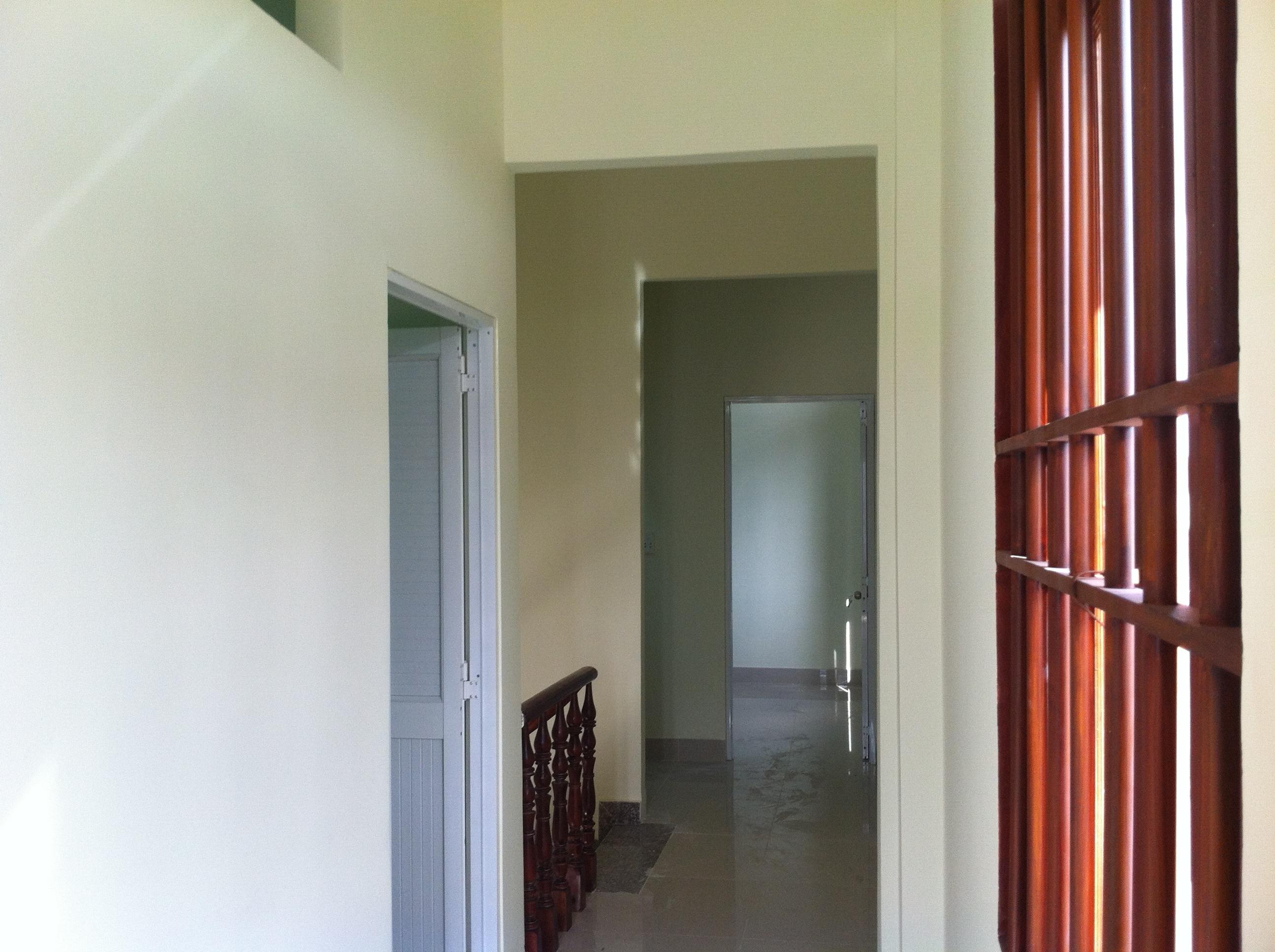 hành lan lầu 1 căn nhà 2 mặt tiền mới xây đang cần bán ở dĩ an