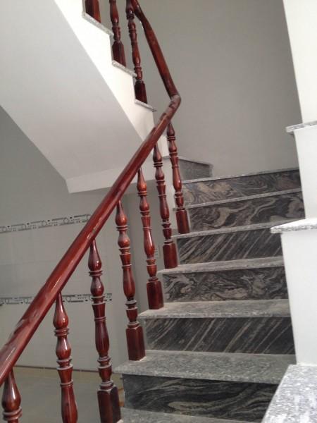 cầu thang nhà chính chủ, sổ hồng riêng, thổ cư 100%, giá bán chỉ 890 triệu