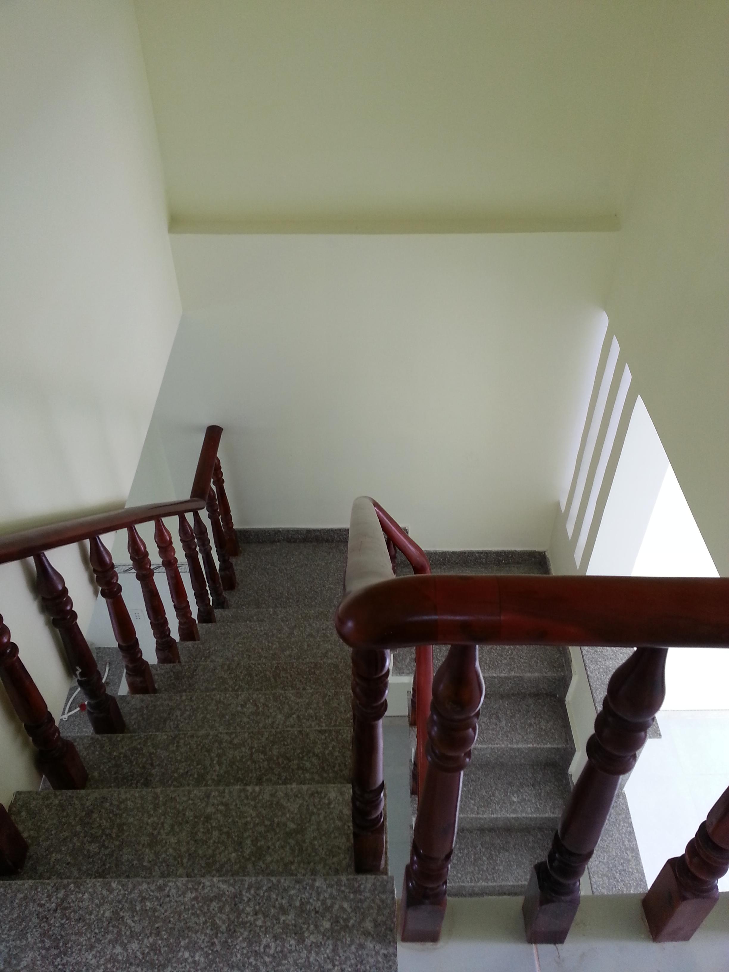 cầu thang nhà gần ngã ba cây điệp TX dĩ an, bình dương