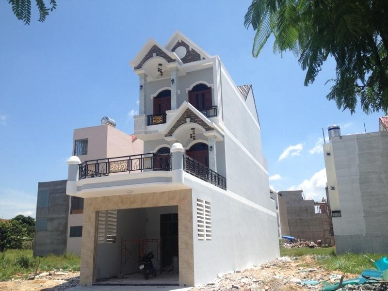 tổng quát căn nhà đối diện trường học