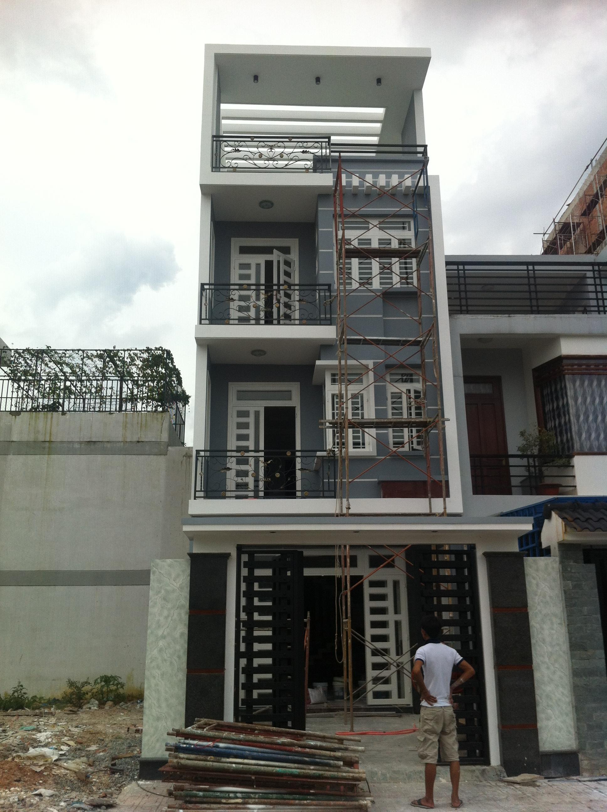 Phía trước căn nhà nằm ngay trung tâm hành chính dĩ an