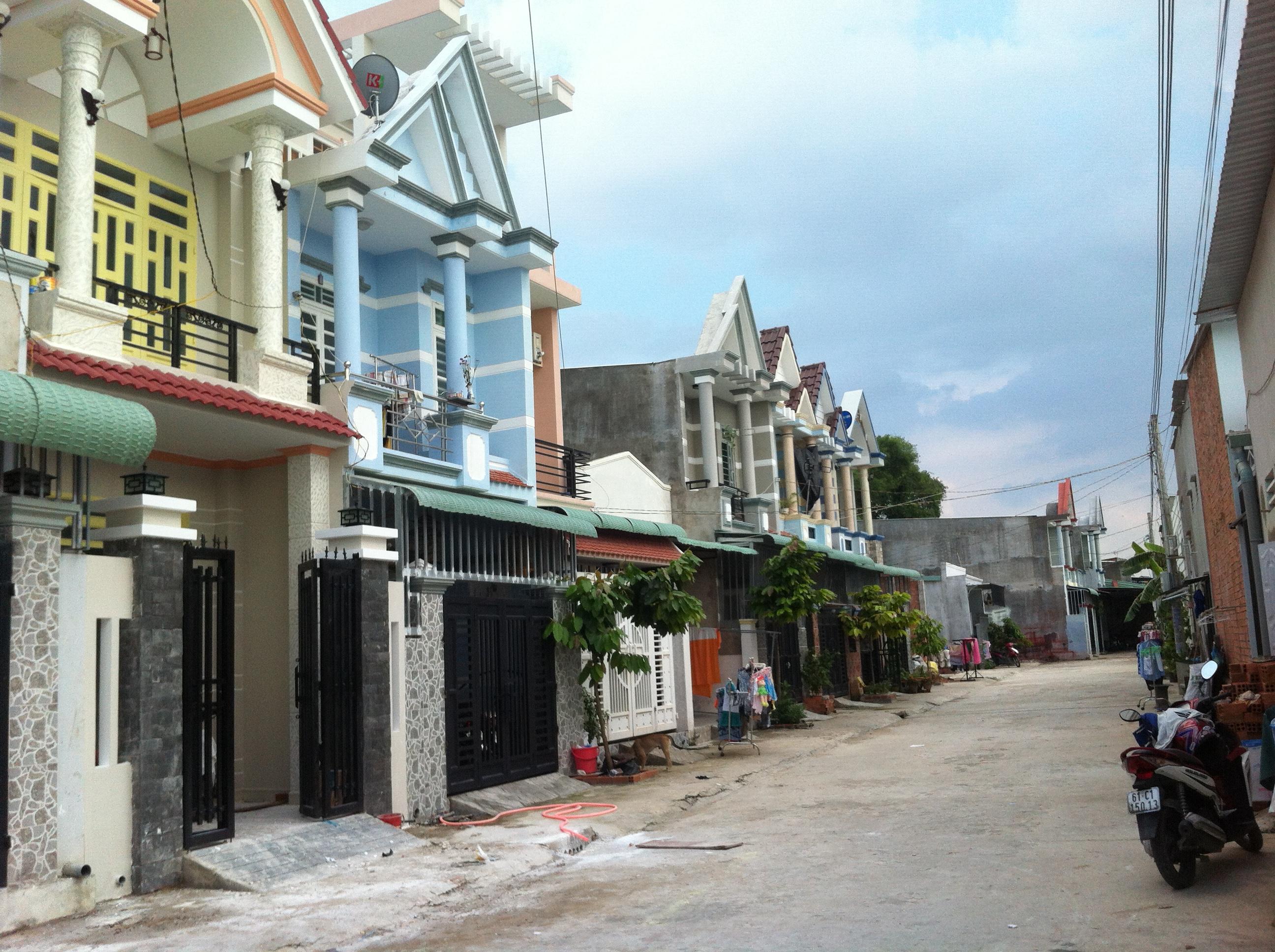 đường trước nhà trong khu dân cư đông ở dĩ an