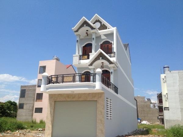 Phía trước nhà mặt tiền Bình Dương, nhà biệt thự dĩ an