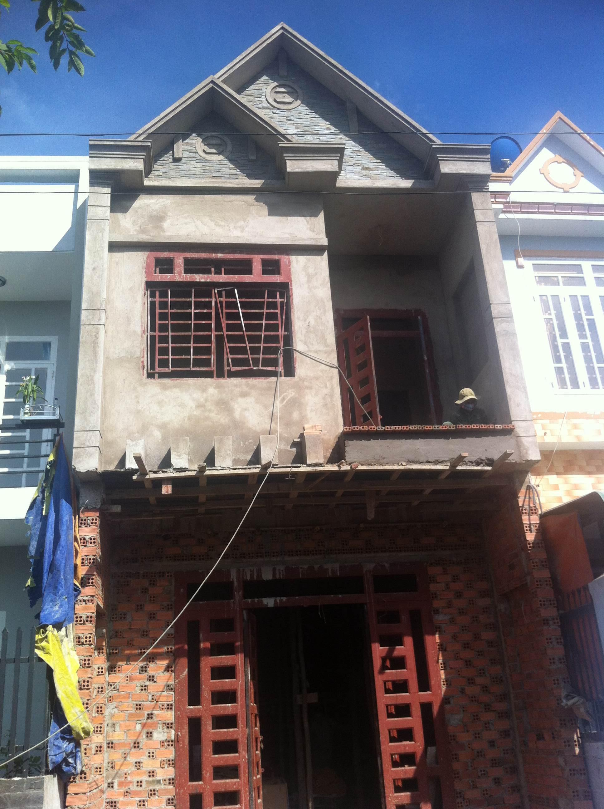 Phía trước căn nhà bán giá rẻ ở dĩ an bình dương