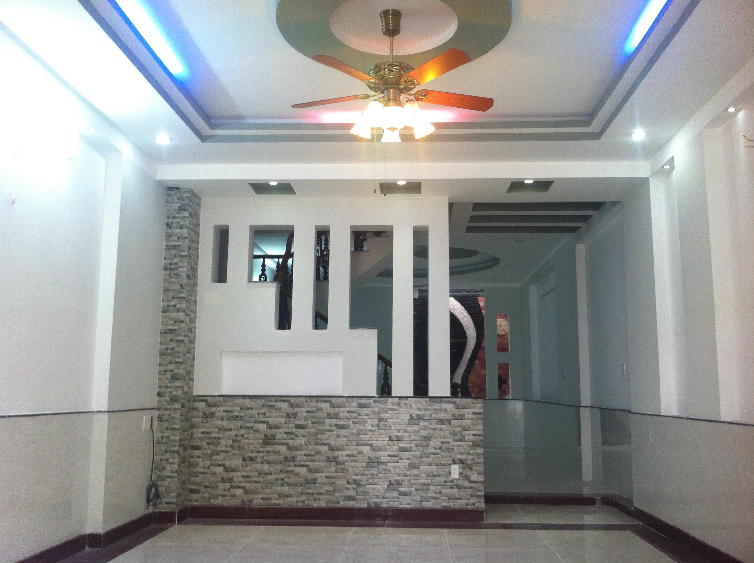không gian trong nhà ngay trung tâm hành chính, gần công viên nước dĩ an