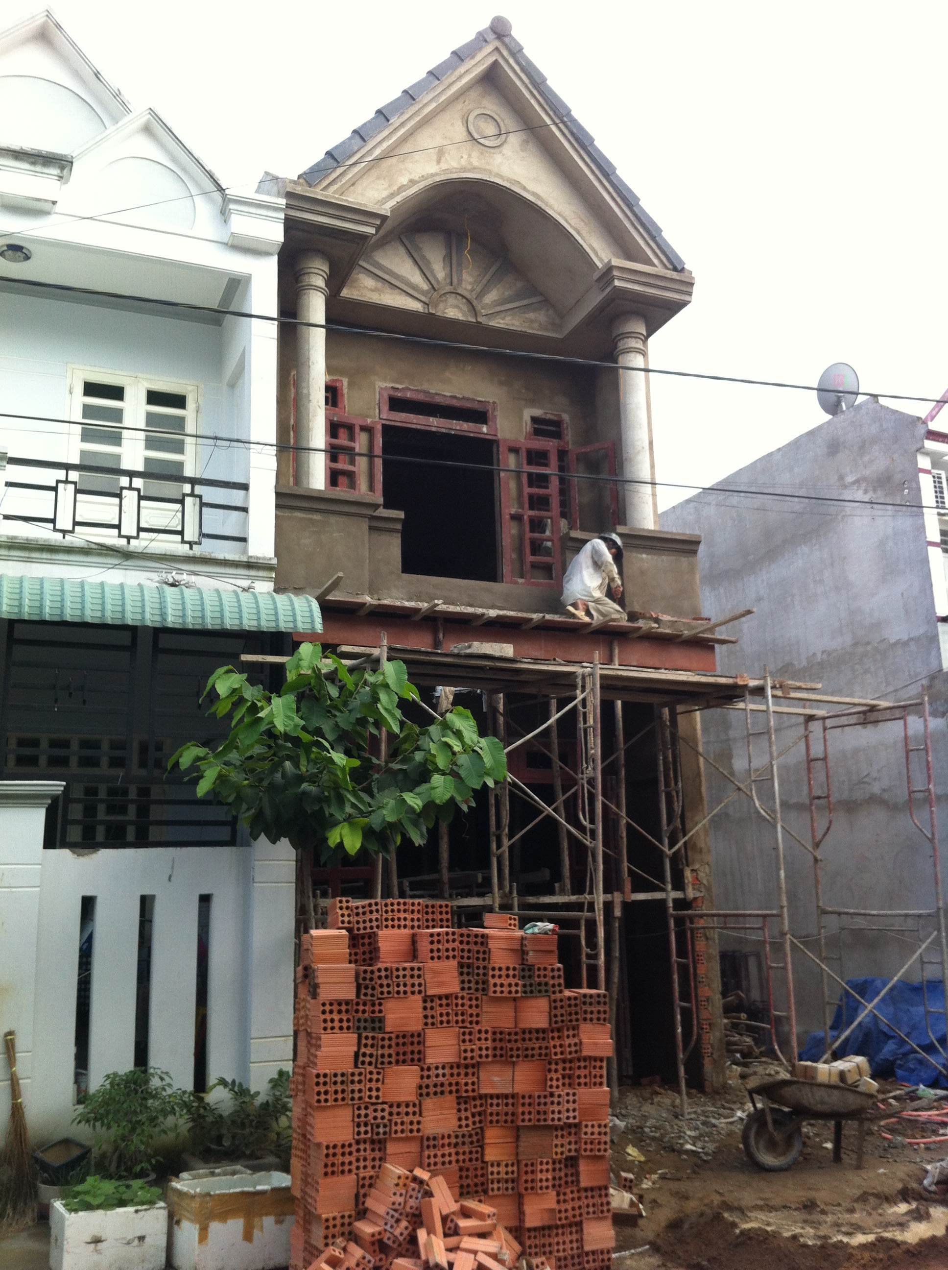 Phía trước căn nhà mới dĩ an chính chủ