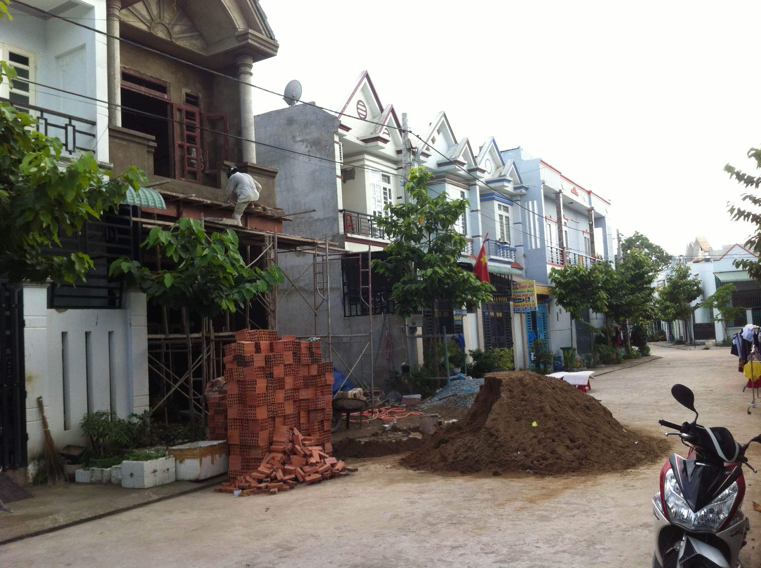 Đường trước căn nhà mới dĩ an chính chủ