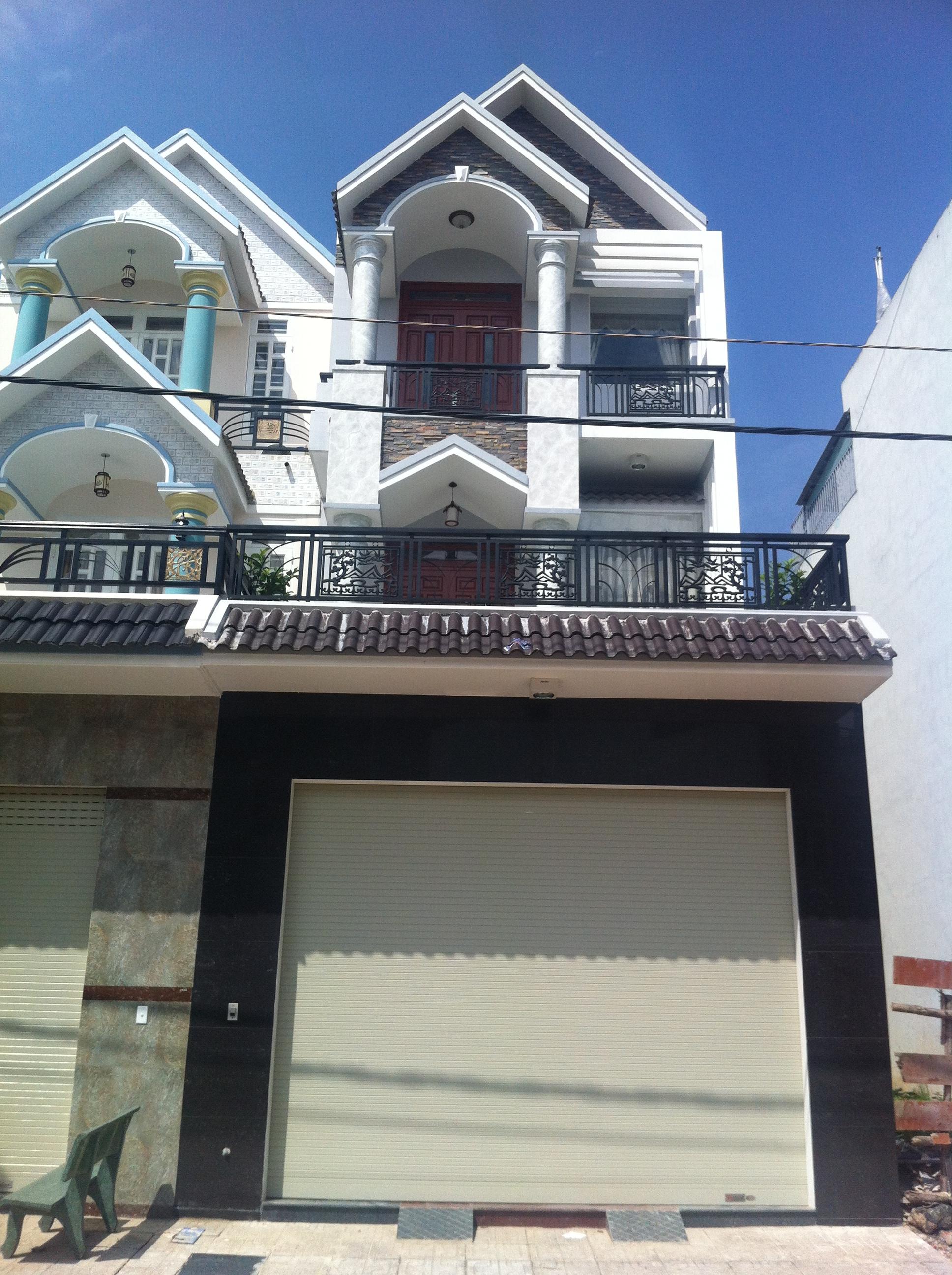 Phía trước căn nhà mặt tiền đẹp, kiểu nhà hiện đại ở thị xã dĩ an