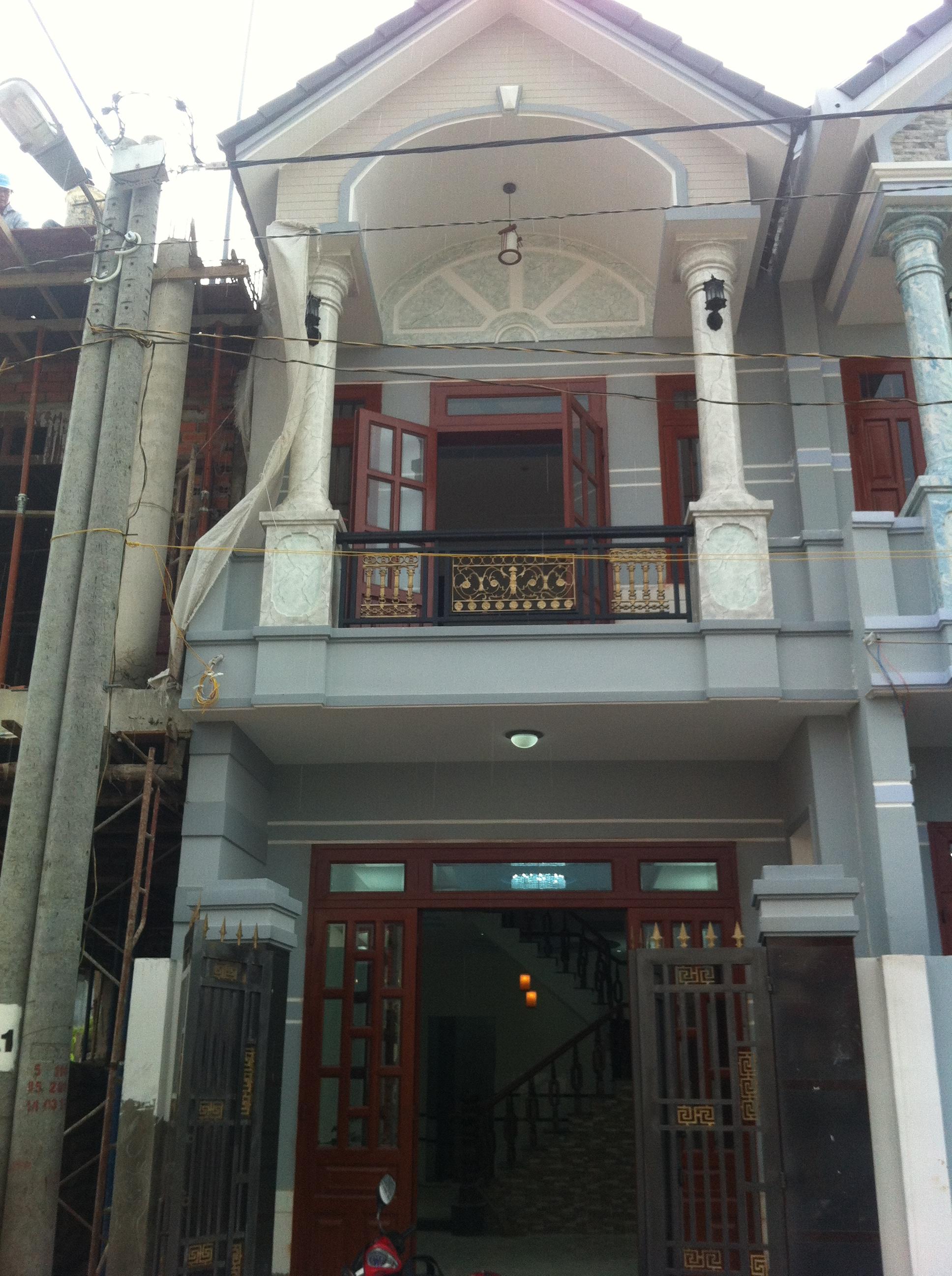 Phía trước căn nhà đẹp gần trung tâm chợ dĩ an