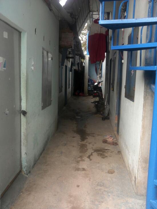 dãy nhà trọ đang kinh doanh ngay chợ xóm nghèo