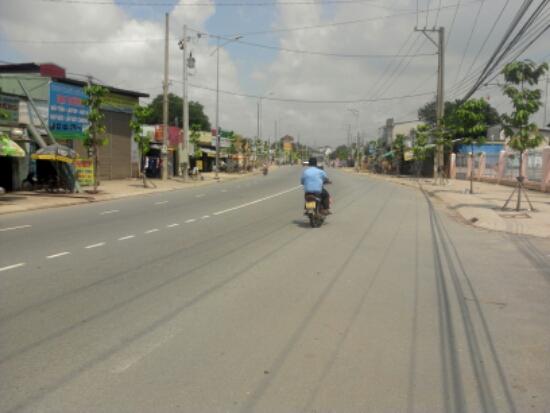 Đường trước Nhà phố mới xây gần Ủy ban phường Tân Đông Hiệp
