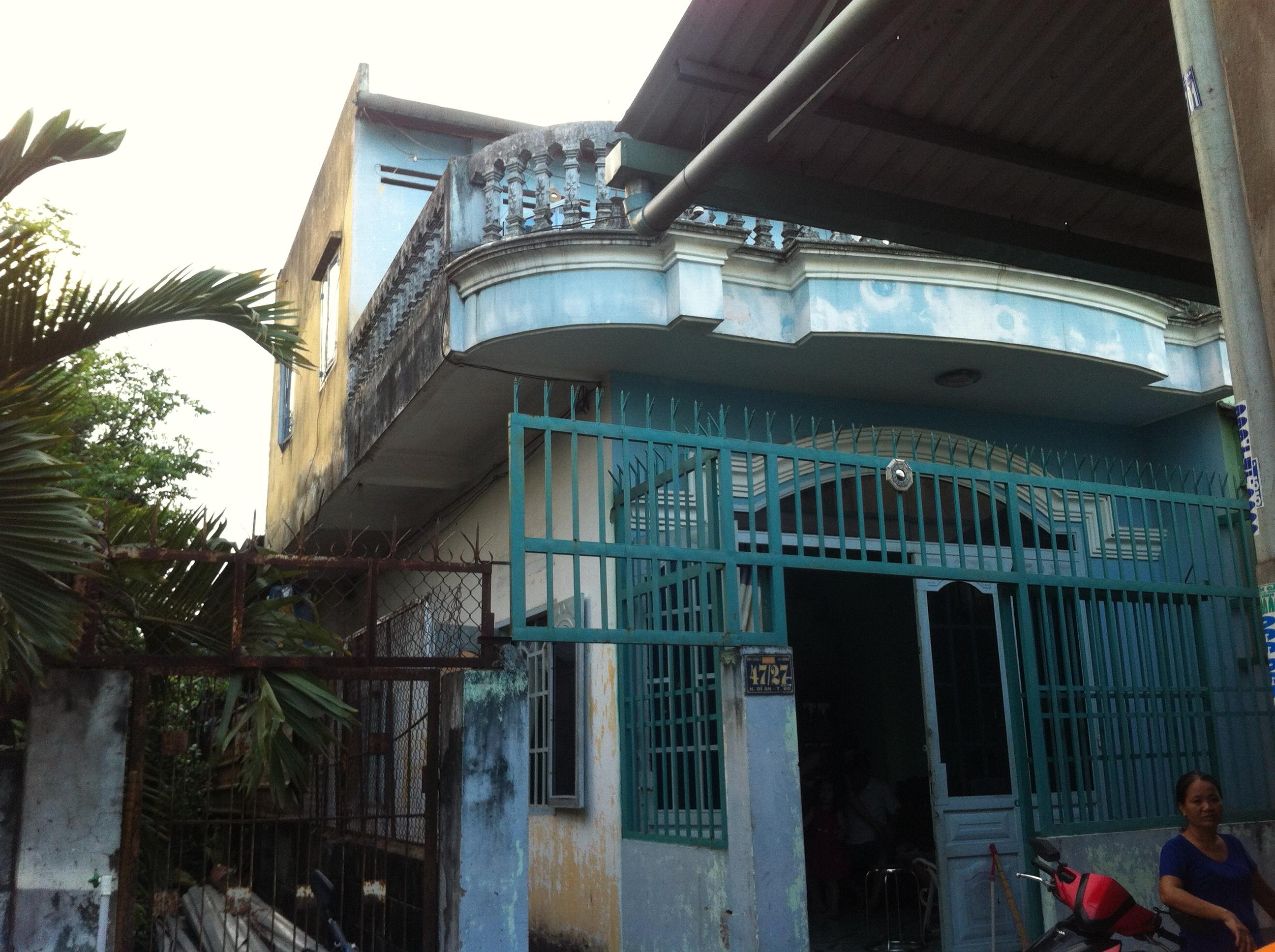 Phía trước nhà khu dân cư trung tâm hành chính dĩ an, nhà có 2 phòng trọ
