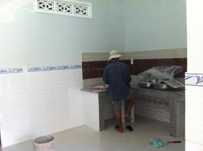 bếp nấu nhà trong khu dân cư đông đúc ở dĩ an