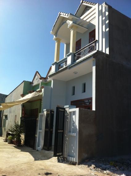 nhà mới xây ở dĩ an, nhà có 3 phòng trọ phía sau