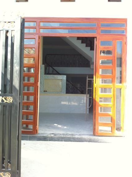 trước căn nhà mới xây ở dĩ an, nhà có 3 phòng trọ phía sau