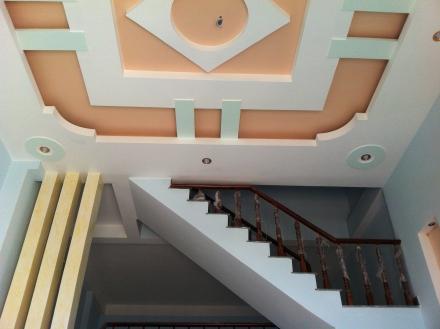 trần nhà mới xây ở dĩ an, nhà có 3 phòng trọ phía sau