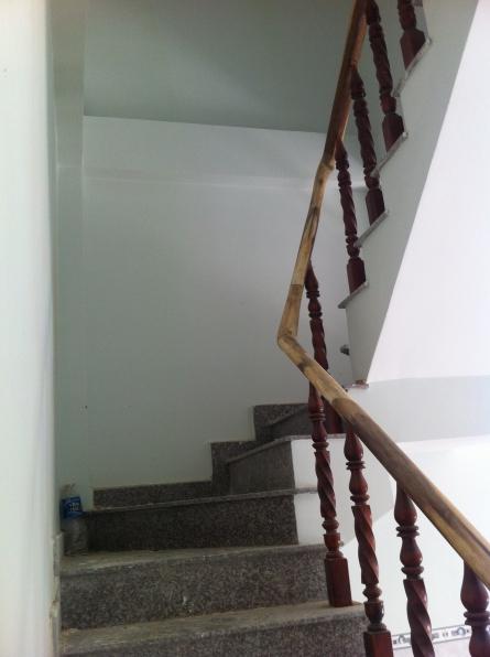 cầu thang nhà dĩ an mới vị trí đẹp hướng đông bắc