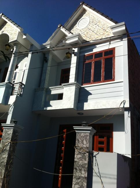 Phía trước căn nhà mới ở dĩ an kiến trúc đẹp, sang trọng