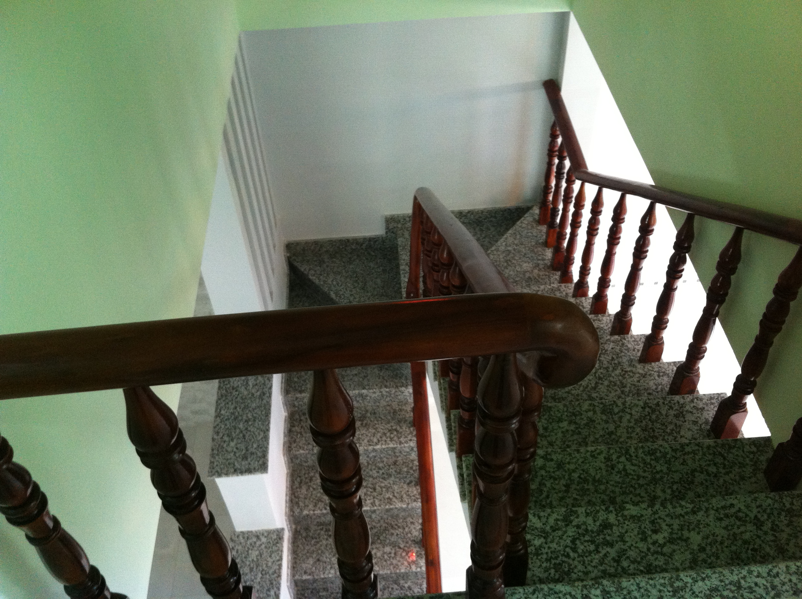 cầu thang nhà phố kiến mới nhất ở thị xã dĩ an, tỉnh bình dương