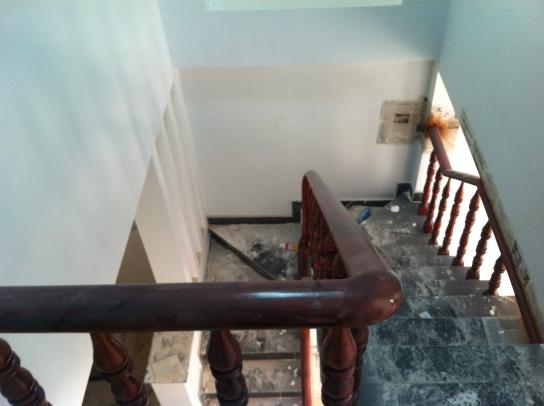 cầu thang nhà cách ngã ba cây lơn, chợ đông hòa dĩ an khoảng 1km