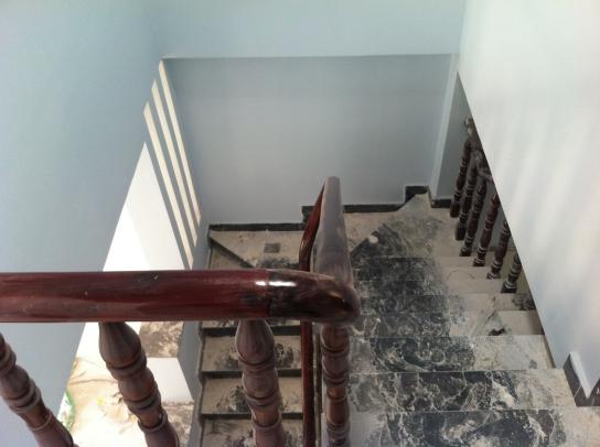 cầu thang nhà mới dĩ an với dt 4 x 18,5=74m2
