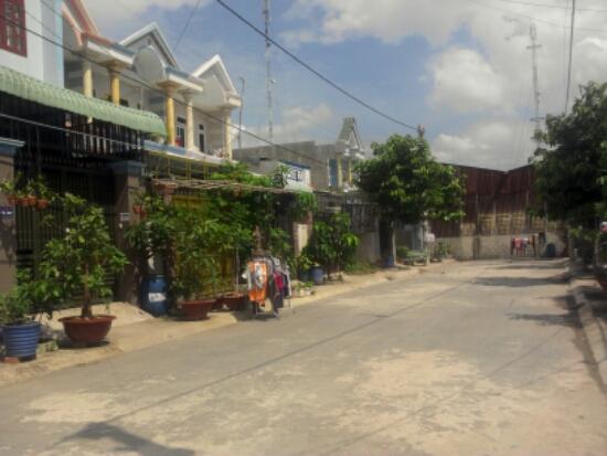 đường trước nhà đẹp gần ngã ba Ông Xã