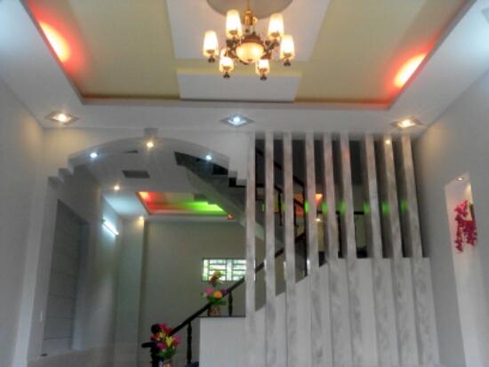 trang trí trần nhà đẹp Dĩ An thiết kế hiện đại
