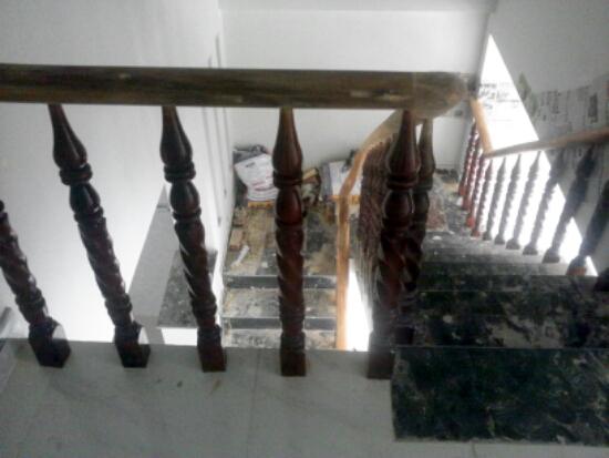 cầu thang Nhà phố đẹp giá rẻ gần chợ Tân Long
