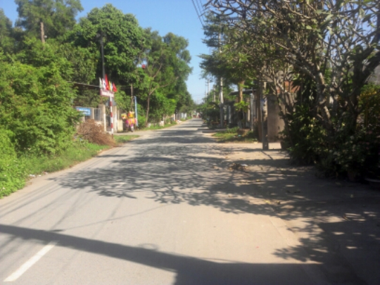 đường phía trước nhà ở gần trường học Dĩ An