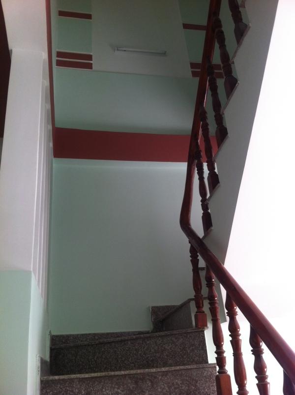 cầu thang nhà mới dĩ an bình dương dt 80m2