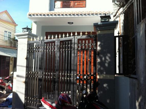 cổng nhà ngay khu phố thắng lợi 2 dĩ an bình dương