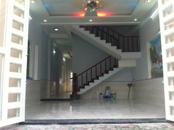 bên trong nhà mới trong khu dân cư đông an ninh tốt ở dĩ an