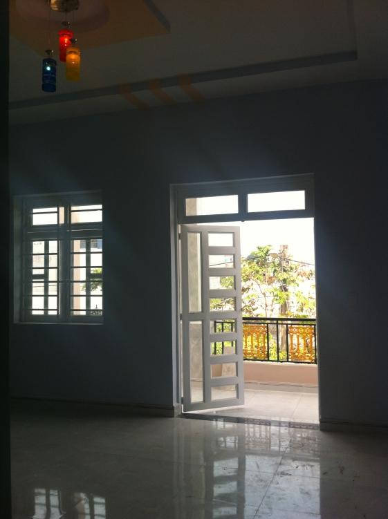 Phòng thờ nhà mới trong khu dân cư đông an ninh tốt ở dĩ an