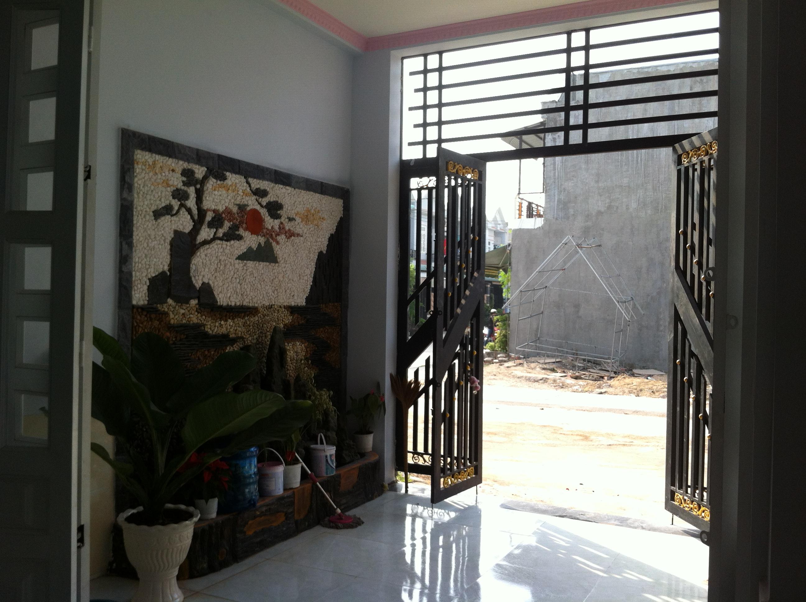 không gian Nhà cần bán nằm ngay cổng sau KCN Visip , KCN Vietnam singapore. KCN sóng thần 1,2 thị xã dĩ an