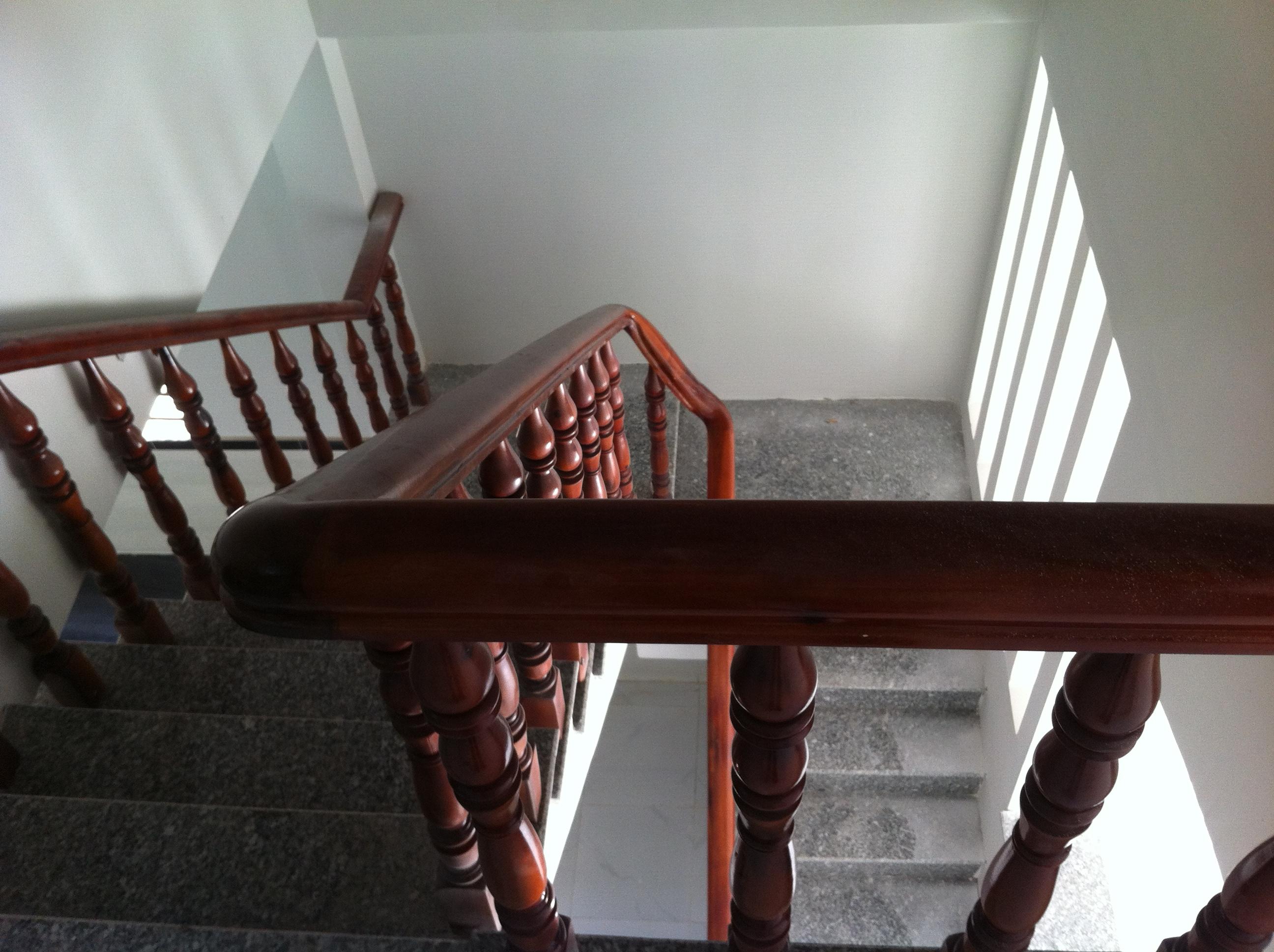 cầu thang nhà dĩ an giá 930 triệu với đầy đủ tiện nghi