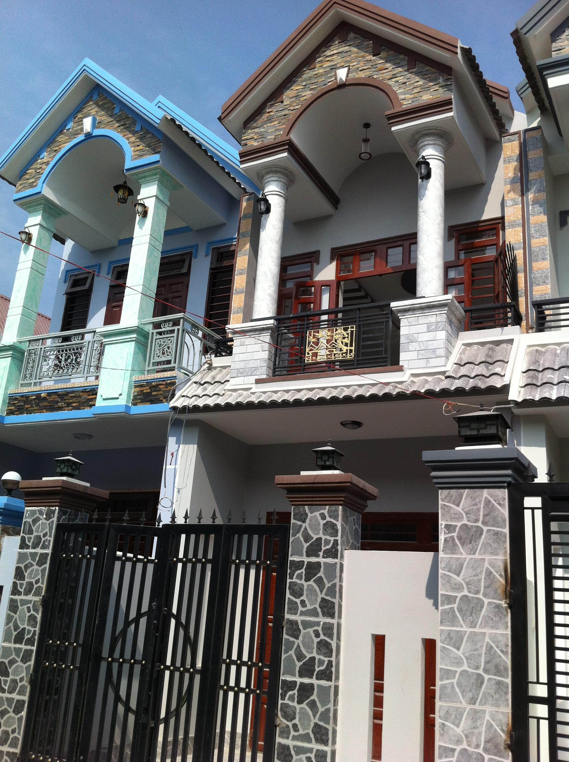 Phía trước căn nhà phố mới gần khu công nghiệp visip, Việtnam SINGAPORE