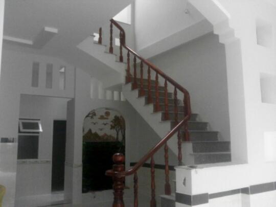 cầu thang nhà mặt phố đẹp nhất Dĩ An