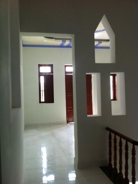 Hình ảnh thực tế hành lang trên lầu 1 của nhà đất dĩ an bình dương cần bán