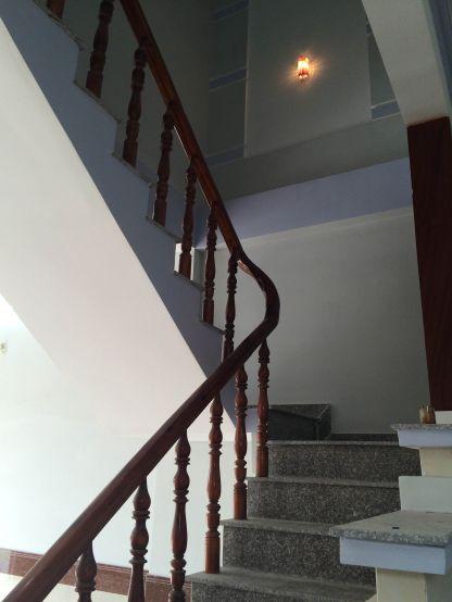 cầu thang nhà ở đông hòa dĩ an bình dương
