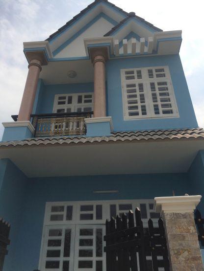 Mẫu 1 : Phía trước căn nhà 1 trệt 1 lầu đẹp.