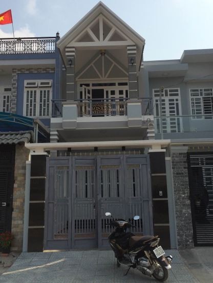 Phía trước căn nhà mới đẹp giá rẻ ở dĩ an bình dương