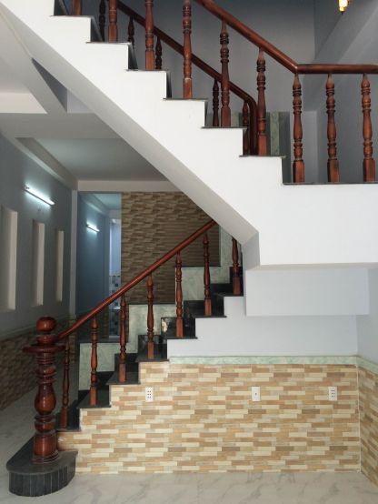 Cầu thang trung tâm nhà.