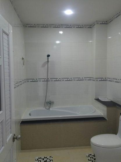 Nhà thiết kế bồn tắm nằm cao cấp.