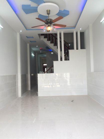 Phòng khách rộng rãi, thoáng mát, cách thiết kế hiện đại.