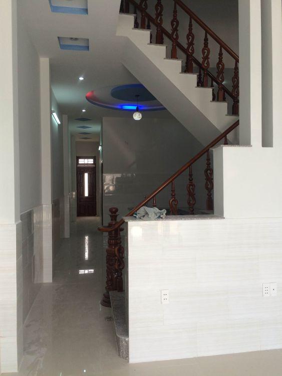 Cầu thang đẹp của căn nhà bình dương cần bán