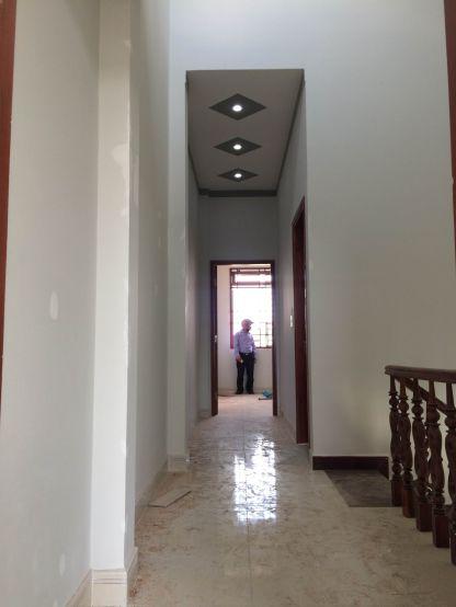Nhà có tầng lầu rộng rãi, thoáng mát.