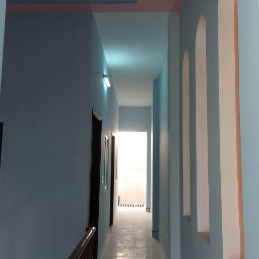 Hành lang lầu 1, cách bố trí phòng hợp lý.